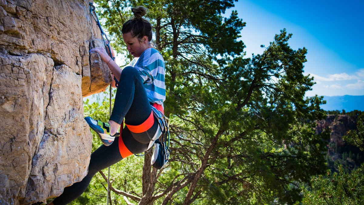 daily-digest-woman-rock-climbing-featured